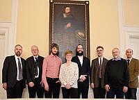 In der Mitte – unter Johann Amos Comenius – die Vikare Chr. Herrmann, A. Schulze und T. Buchholz (v. links)