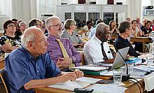 Die Bischöfe sind Mitglieder der Synode ohne Stimmrecht: F. Waas, H. Hessen, V. Schulz, Th. Clemens (vordere Reihe, v. links)