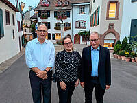 v. links: David Guthrie (USA); Roberta Hoey (UK); Jørgen Bøytler (DK; Geschäftsführer des Unitätsvorstandes); Foto: Moravian Messenger
