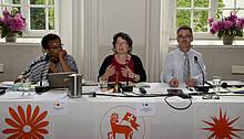Der Vorstand leitet die Verhandlungen: Nelly Cambridge, Uta Karst, Peter Vogt